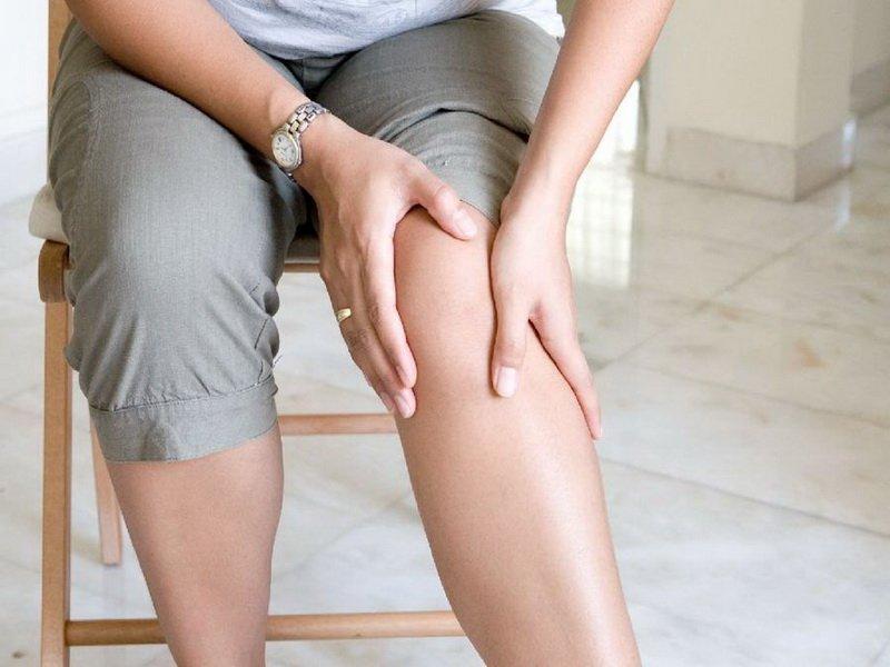 Опухают ноги ниже колен: что делать и как лечить